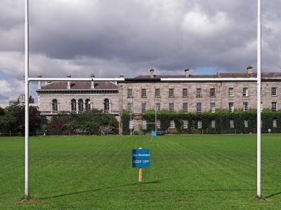 Campo de rugby en el Trinity College de Dublin