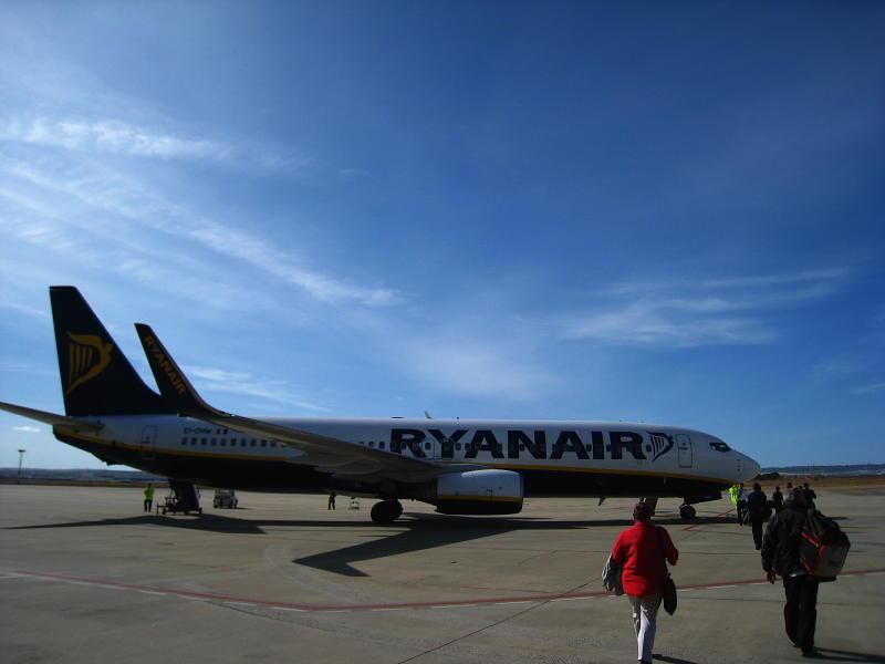 Avión de Ryanair en el aeropuerto de Zaragoza