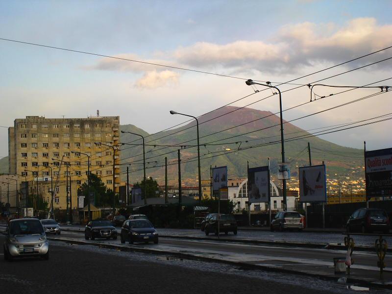 Al fondo, el Vesubio, soleado