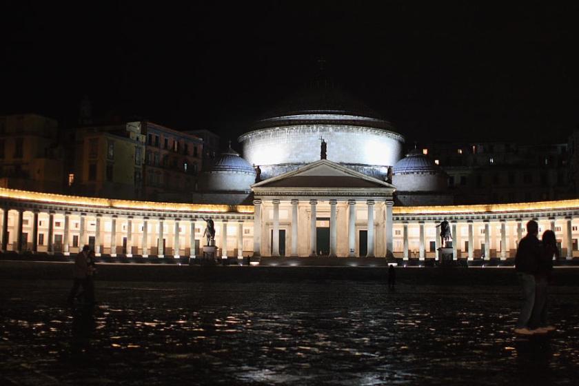 Piazza del Plebiscito con iluminación nocturna