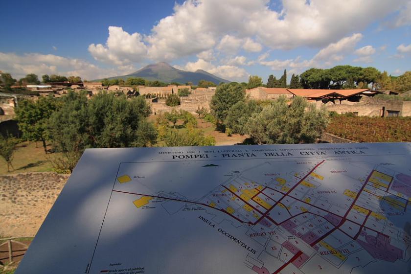 Vista general de Pompeya y el Vesubio