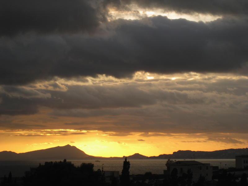 Actualmente, Herculano es un desastre urbanistico, pero en la antigüedad, con estas puestas de sol, qué lugar debia ser
