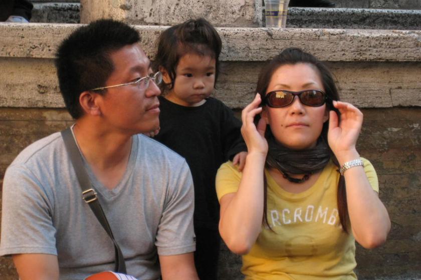 Turistas asiáticos en la Fontana de Trevi