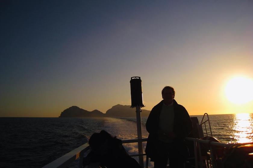 Alejándonos de Capri con la puesta de sol