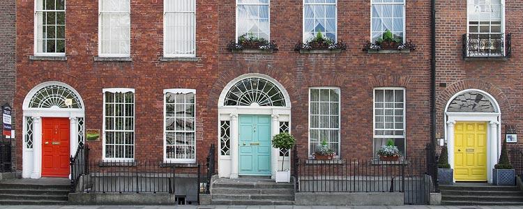 Típicas y coloreadas puertas en las casas de Dublín, Irlanda - Canon Powershot G6