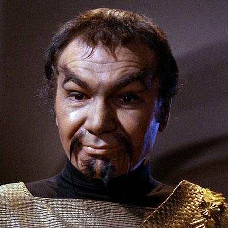 John Colicos caracterizado como el malvado klingon Kor.