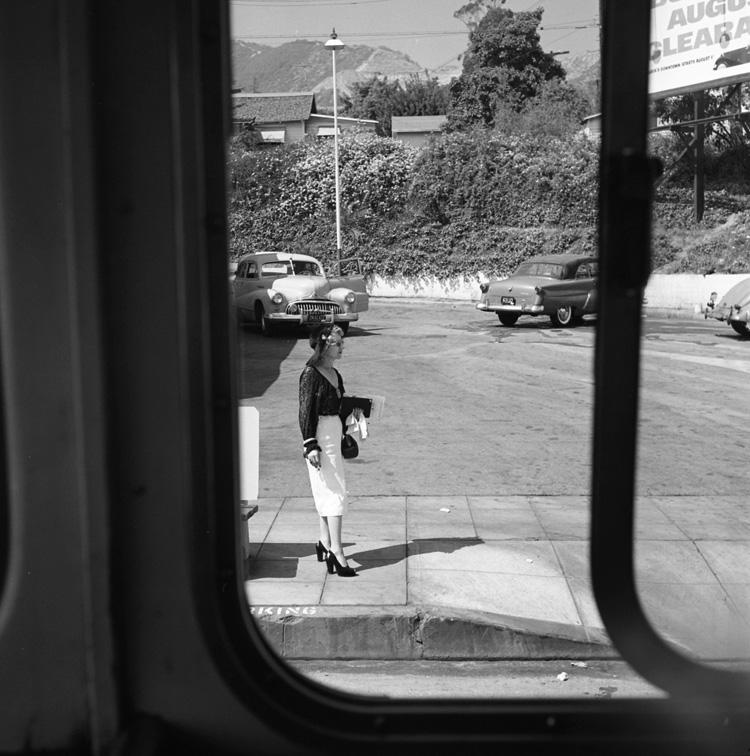 Una curiosa imagen tomada por Vivian Maier desde un autobús