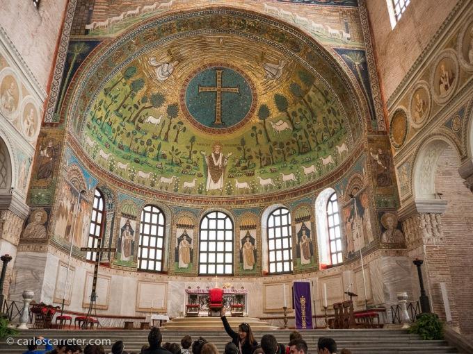 También tuve ocasión de conocer en ese viaje las bonitas basílicas bizantinas de Rávena. Quizá la más espectacular la de Sant'Apollinare in Classe.