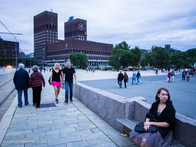 Las vacaciones principales del año las hice en Noruega. Fueron un tanto improvisadas, pero salieron bien. Aquí podemos ver el ayuntamiento de Oslo desde Aker Brygge.