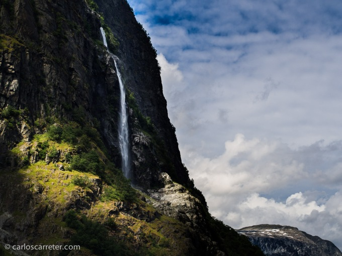 Aunque claro, lo suyo en Noruega es la naturaleza. Los fiordos, los saltos de agua, las montañas,... como el área declarada patrimonio de la humanidad por la UNESCO en el Nærøyfjord.