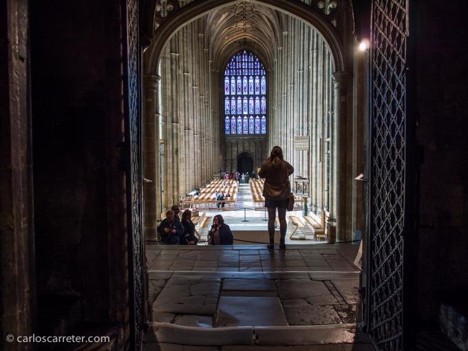 Aunque hay un momento para acercarse a Canterbury y a su imponente catedral gótica.