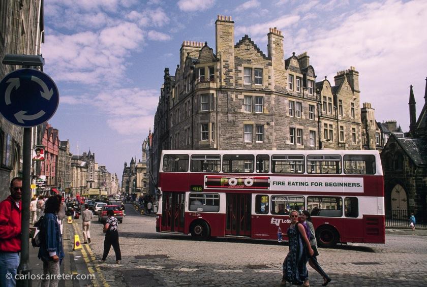 De paseo por las calles de Edimburgo, allá por el año 1996.