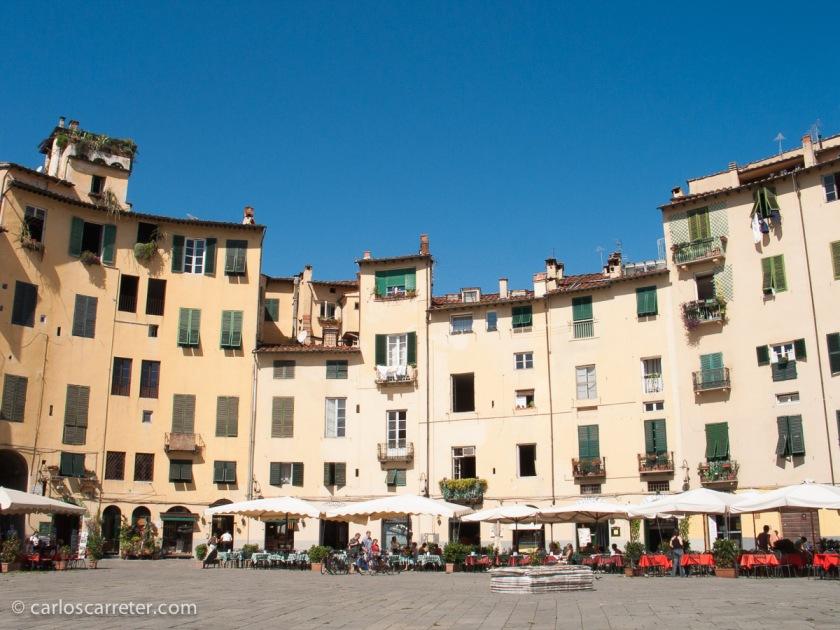 2005 - Piazza Anfiteatro, Lucca (Italia)