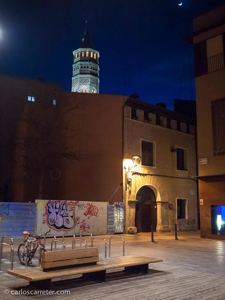 San Pablo se asoma tras los edificios de la calle de las Armas.