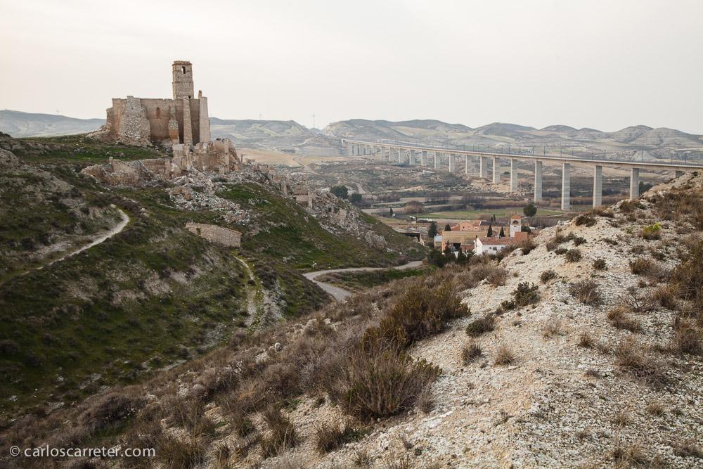 """El pueblo viejo de Rodén, donde estuvimos el domingo pasado, quedó abandonado como consecuencia del estrago de la guerra civil en la zona. Igual que en los personajes de """"Los desorientados"""" se notan los estragos de las guerra civiles en el levante mediterráneo."""