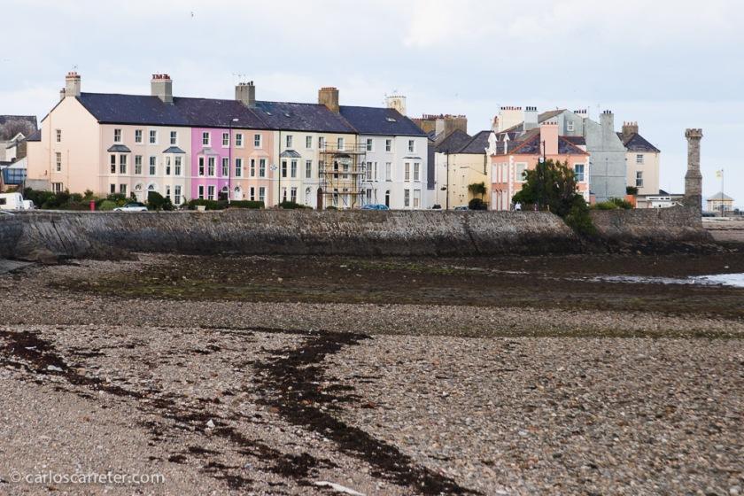 En la playa, en Beaumaris, en la isla de Anglesey.