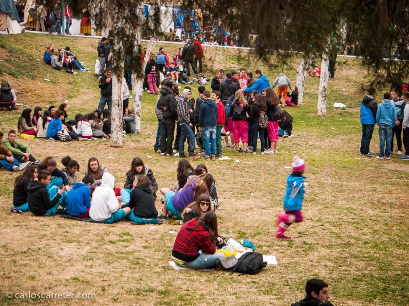 No sé si había mucha o poca gente en el parque, porque en los últimos años, trabajando en Huesca, esta fiesta la trabajaba. Pero la que había comiendo era fundamentalmente gente muy joven.