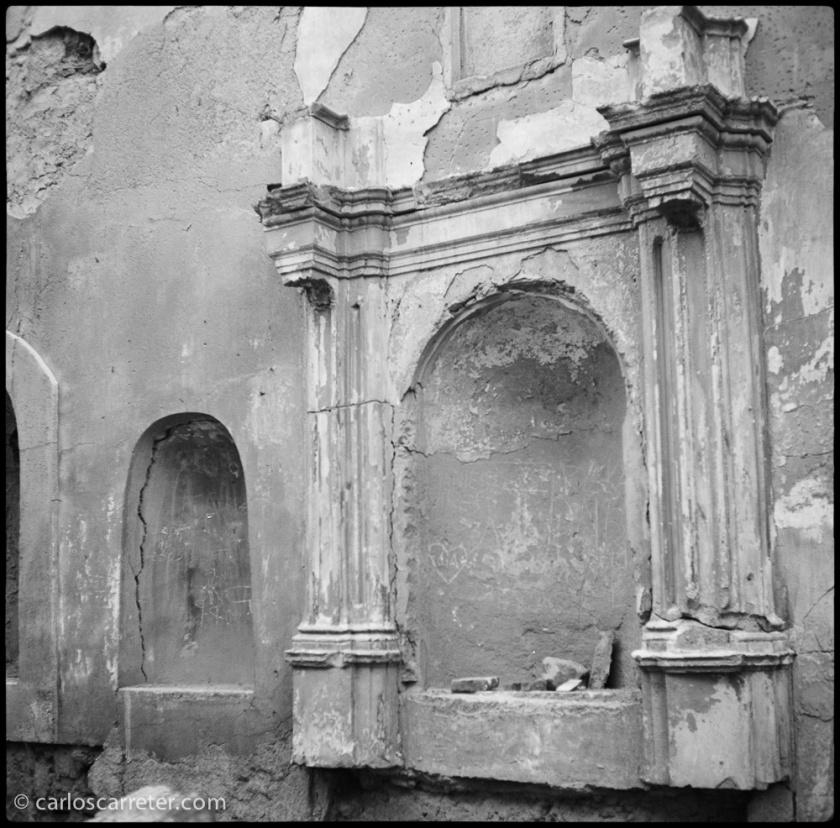 Una iglesia que sufre las consecuencias de la guerra es el principal escenario de la película. Como la del pueblo abandonado de Rodén, aunque no cayeran los proyectiles sobre ella.