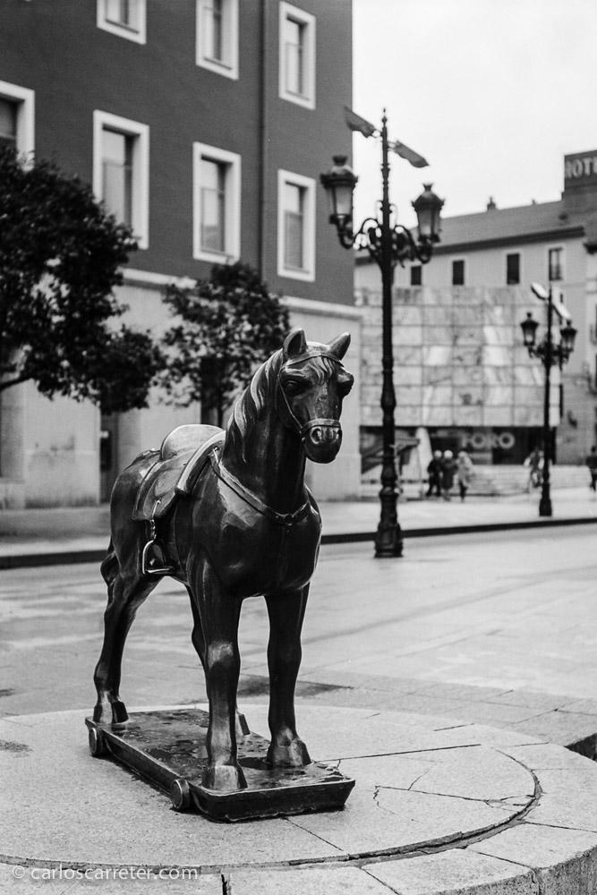 El caballito del minutero, un monumento zaragozano con sabor fotográfico.