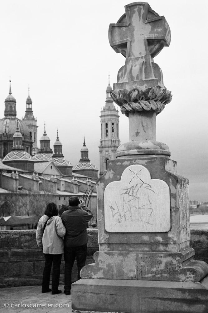 Vistas del Pilar desde el puente de Piedra.