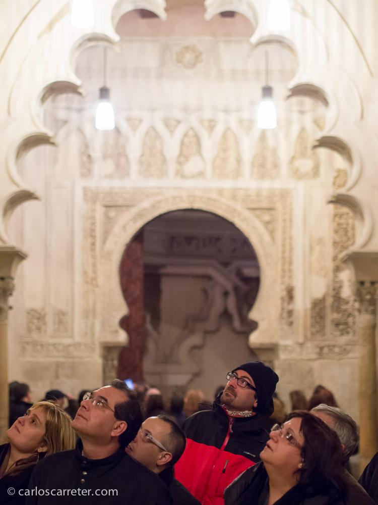 Y en general siguieron las explicaciones de las guías con interés, especialmente en las zonas del palacio donde la presencia musulmana se hace más notable.