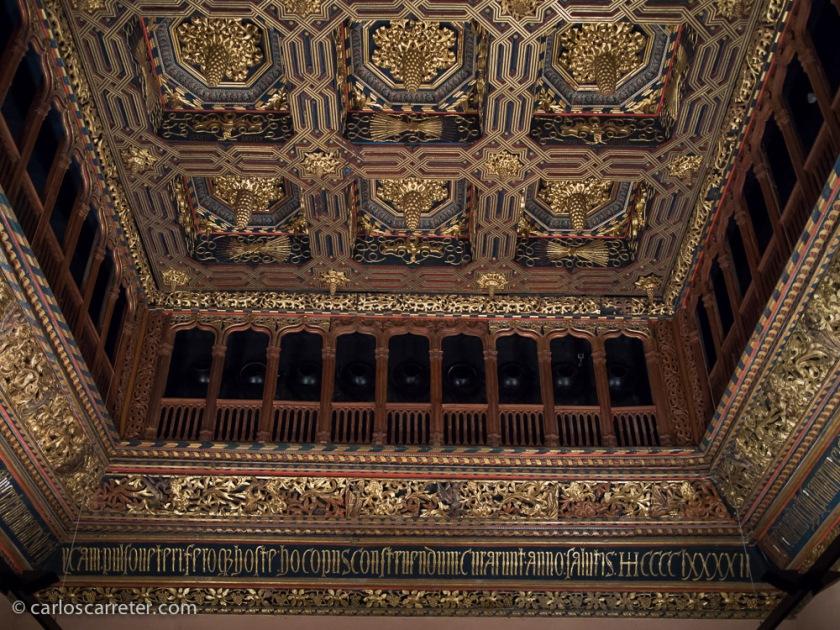 Aunque seguro que lo más espectacular es la sala de audiencias de los Reyes Católicos con sus magníficos artesonados en el techo.
