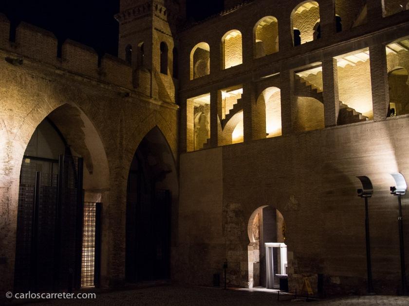 Tras la visita, hubo que salir a la fría y oscura noche, realmente inclemente para estar a mitad de marzo.