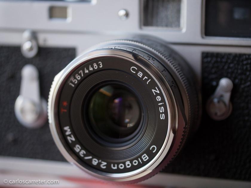 El bello objeto fotográfico montado sobre la M2.