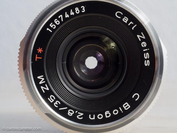 Diafragma de 10 palas, que podría mejorar las zonas de desenfoque si fueran más curvadas. A f/2,8, totalmente circular. En la foto, cerrado a f/8.