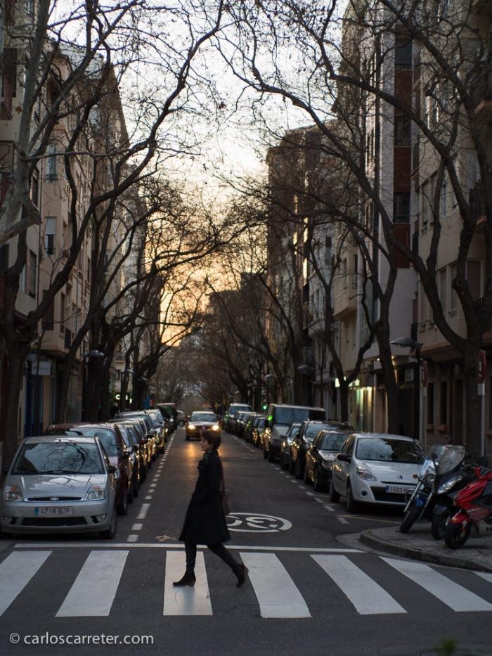 En las calles de Zaragoza al crepúsculo.