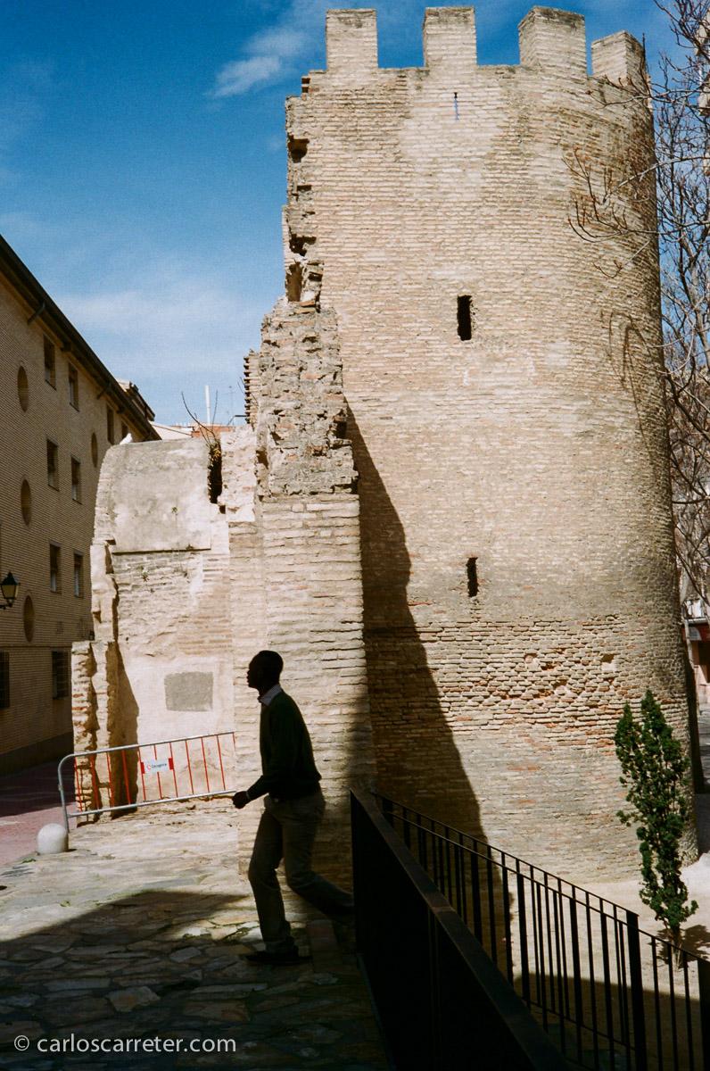 En los viejos muros en el barrio de las Tenerías.