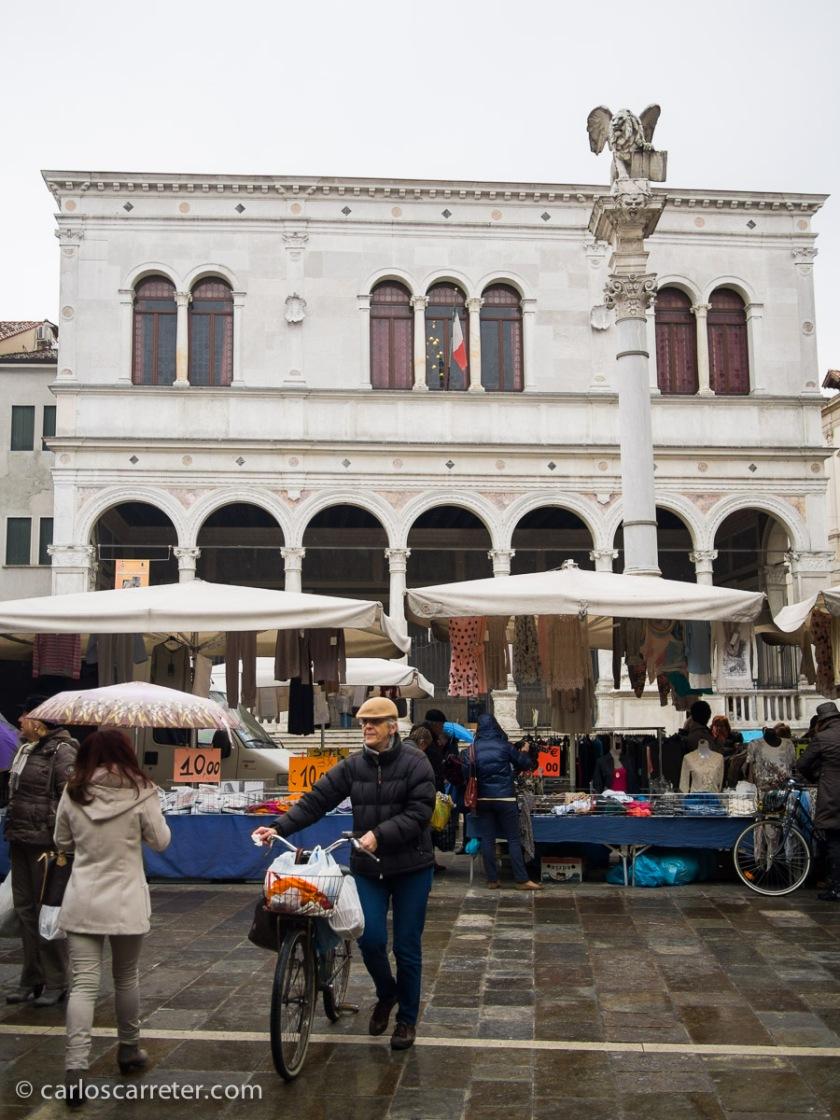 En la Piazza dei Signori, Padua.