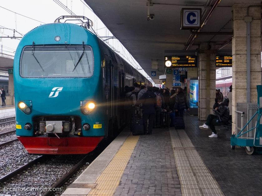 Cabeza del tren que nos llevará a Vicenza.