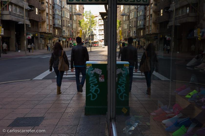 Objetivo discreto, luminoso y nítido, qué más puedes querer. Paseo de Teruel, Zaragoza.