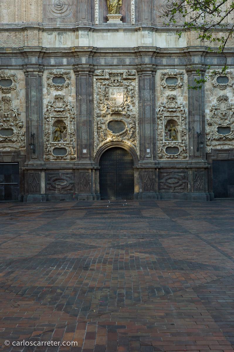 En la barroca fachada de la iglesia de San Cayetano (o Santa Isabel de Portugal) se aprecian las bondades de este pequeño objetivo, que lamentablemente ocupa un segundo plano entre los muchos prestigiosos de Leica.