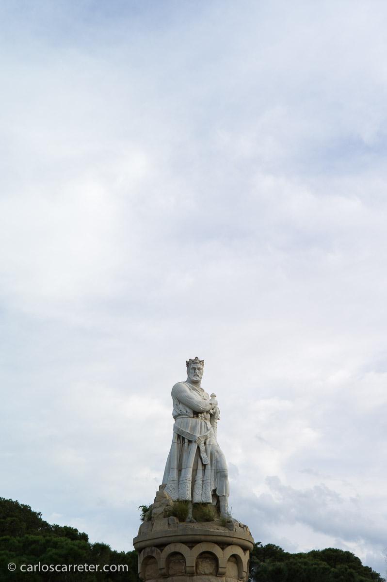 Una visita al Batallador; en la fotografía a tamaño completo los detalles de la estatua se ven bastante nítidos. Parque Grande, Zaragoza.
