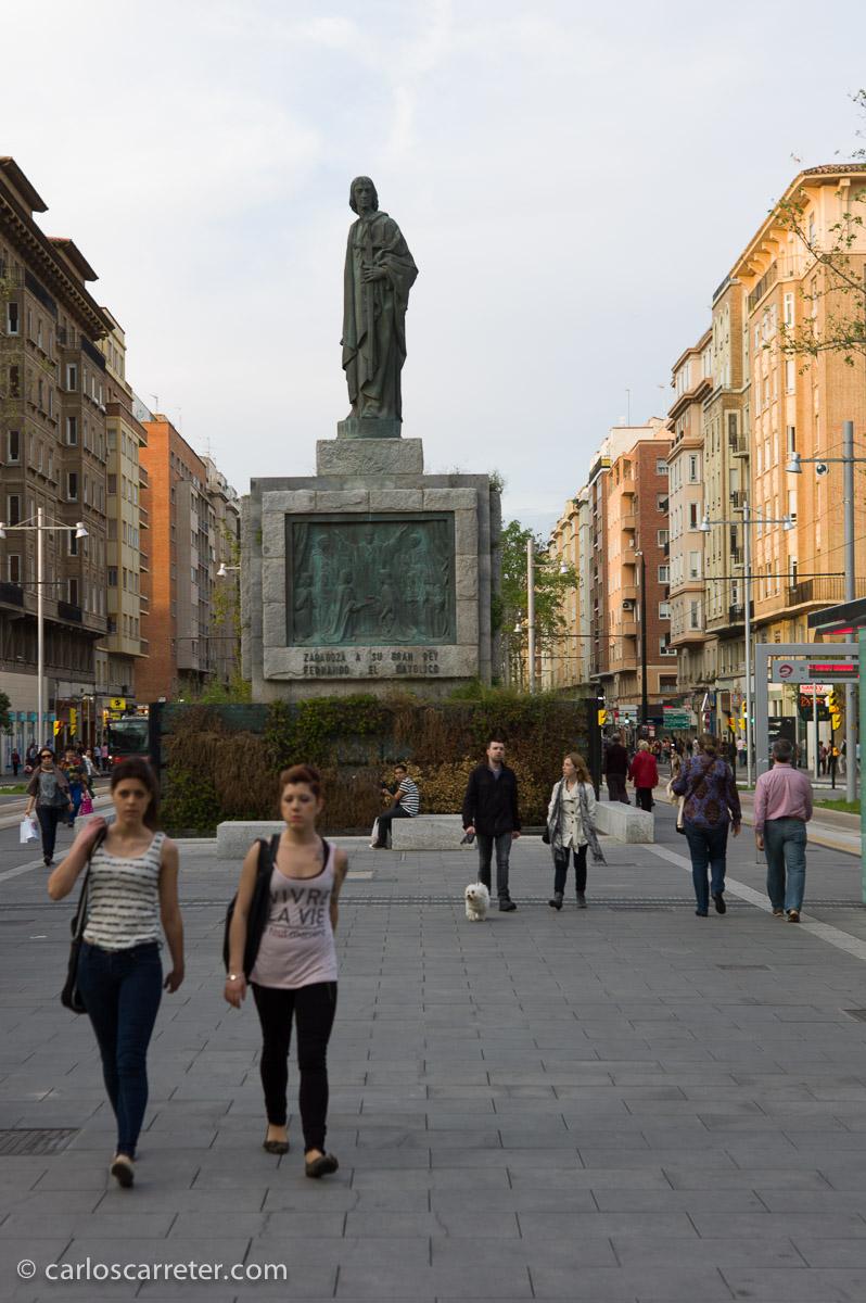 Fernando el Católico fue contemporáneo de Leonardo da Vinci; pero desconozco si sus caminos se cruzaron en algún momento.