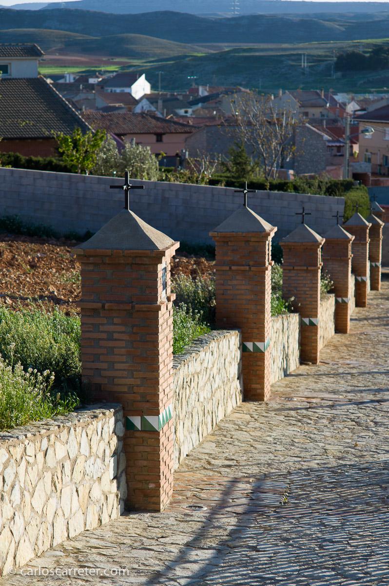 Con este objetivo, hay que tener cuidado en los contraluces, pero por lo demás cumple su misión. Via crucis en Muniesa, provincia de Teruel.