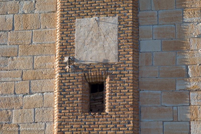 Reloj de sol en el Sagrado Corazón de Muniesa, provincia de Teruel.