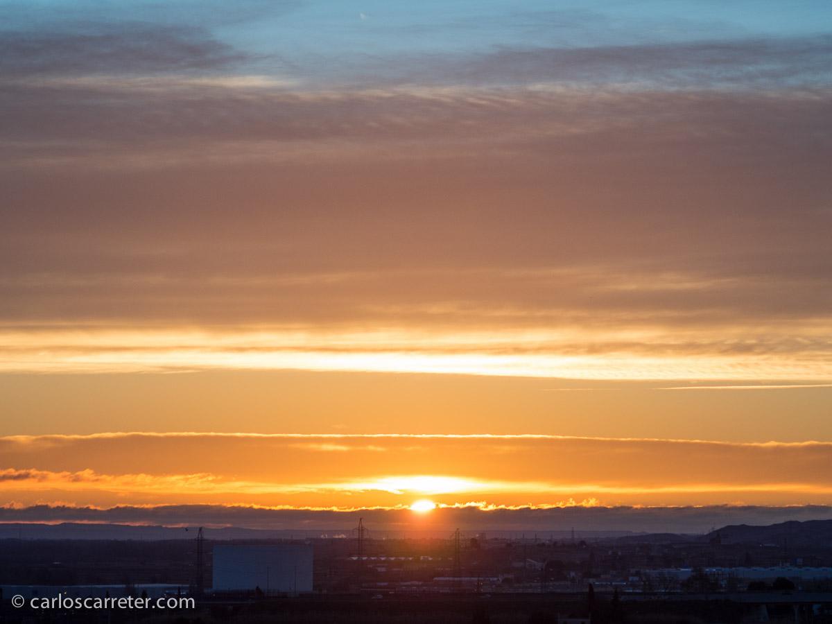 Enero - Mi primer amanecer contemplado en el año, siempre un espectáculo.