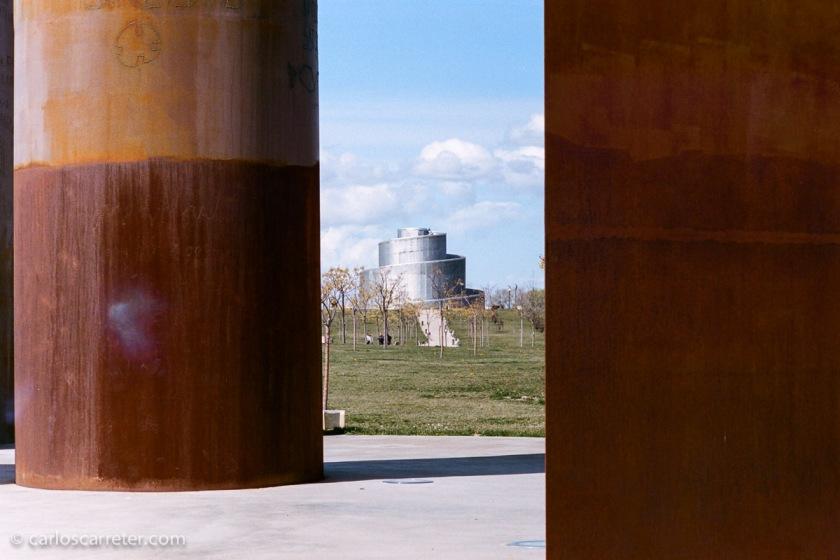 Ya que la tenía, me llevé la Leica M2 con un Carl Zeiss C-Biogon 35/2,8 a la quedada de FeZ en el Parque Lineal de Plaza.