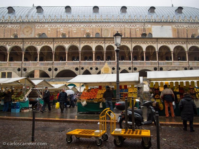 Semana Santa en Italia, visitando Padua y sus espectacular Palazzo della Ragione.