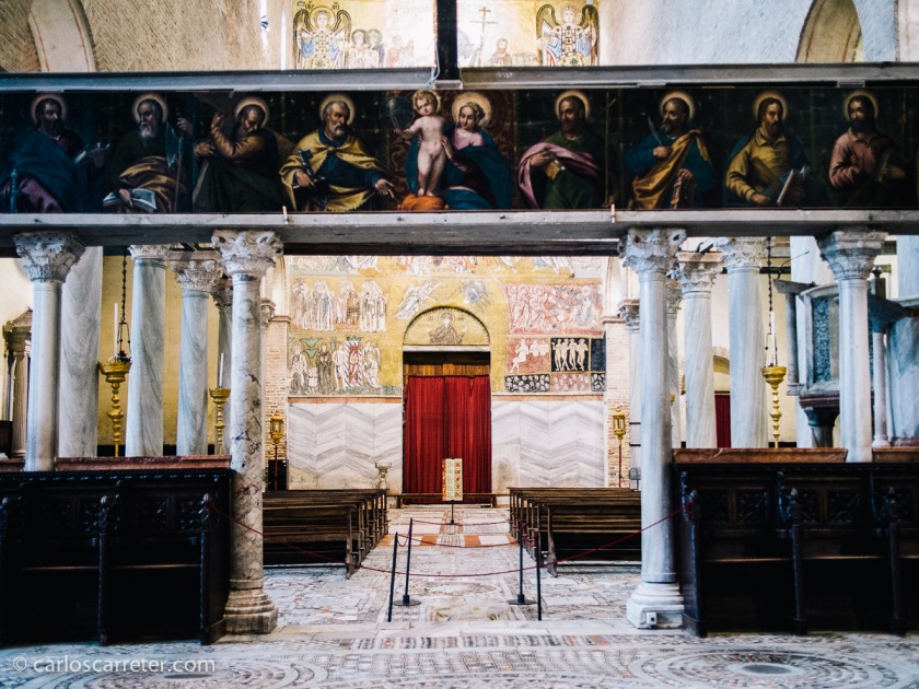 Estupenda la Basilica de Santa Maria Assunta de Torcello, recoleta isla veneciana que nos encantó a pesar de la lluvia.