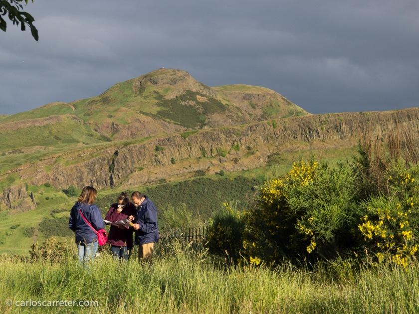 Vacaciones en julio en Escocia, disfrutando mucho del Parque de Holyrood en Edimburgo.
