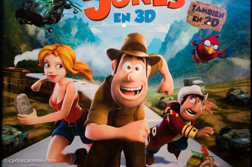 """Una de las estrellas de la animación española es """"Tadeo Jones""""; una película aceptable, como mucho. Y que muestra la falta de imaginación patria. Obsérvese el cartel. Tadeo Jones es una parodia de Indiana Jones, la chica es un clon de Lara Croft, y el pájaro parece sacado de los Angry Birds. ¿Nada nuevo que aportar?"""