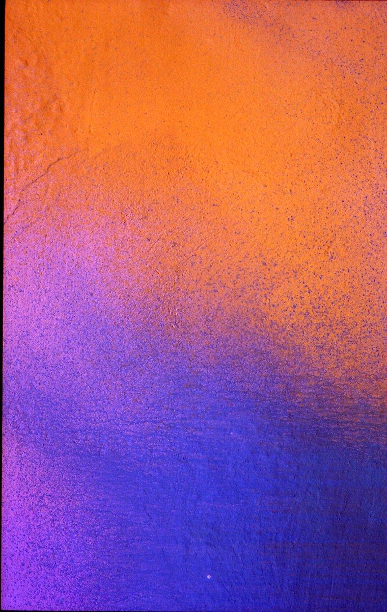 Resultado de fotografiar una fachada en el casco viejo de Zaragoza, obtenemos una imagen abstracta, donde apenas la textura de la pared da idea de su contenido real.