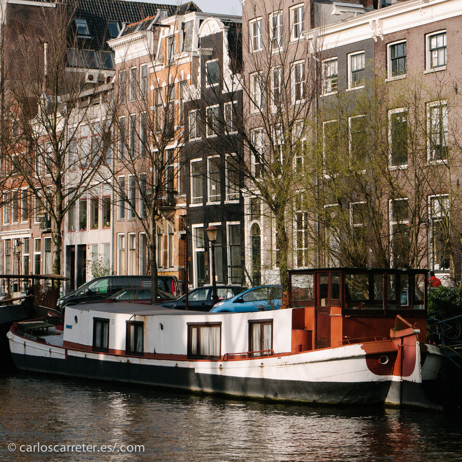 Como con la película nos vamos a los Países Bajos. A los canales de Amsterdam, por ejemplo