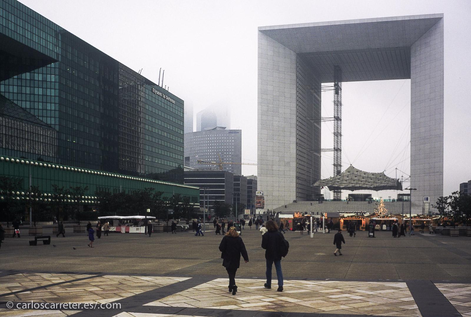 Un París gris y frío, frente a las luminosas y cálidas tierras del señor Linh...
