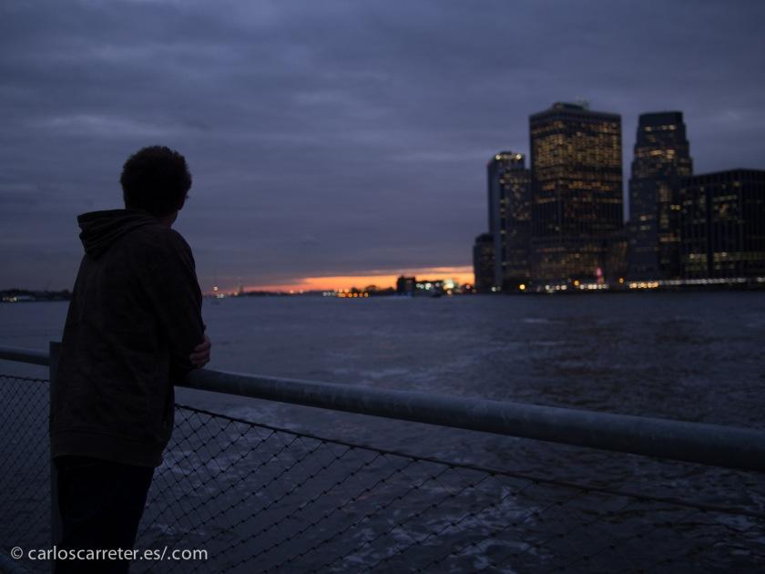 Por lo menos en la película que comentamos hoy nos damos algún paseo por Nueva York.