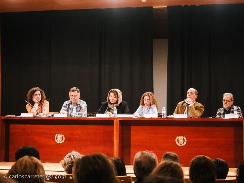 Mesa con los intervinientes en la presentación del libro, en el Centro de Historias de Zaragoza, que abrió las puertas de su salón de actos en lunes a pesar de que suele ser el día festivo de esta institución.
